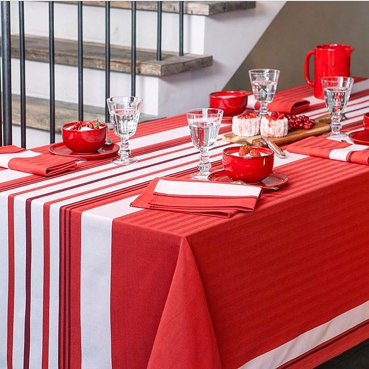 DO YOU HAVE THE RIGHT TABLECLOTH FOR NEXT WEEK? LAST MINUTE CHRISTMAS SHOPPING 10%OFF ON ALL OUR LINEN AND COATED RANGE #lastminuteshopping #tableware #christmasday #gift #red #lunchparty #dinnerparty #home
